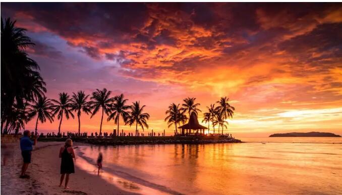 傍晚的海滩 风景