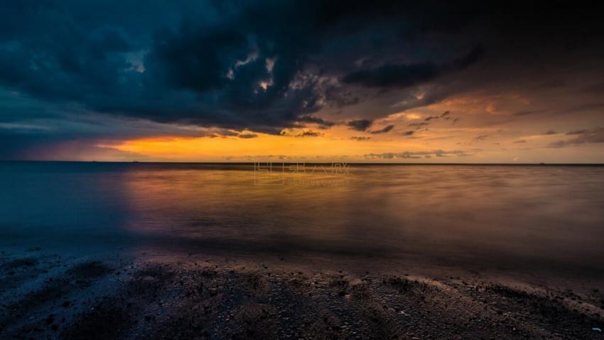 巴厘岛海边日出